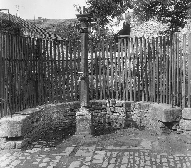 Historic picture of the saal well